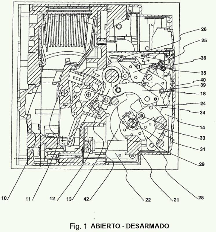 Disyuntor eléctrico de potencia con acumulador de energía y dispositivo de señalización perfeccionado del estado de funcionamiento.