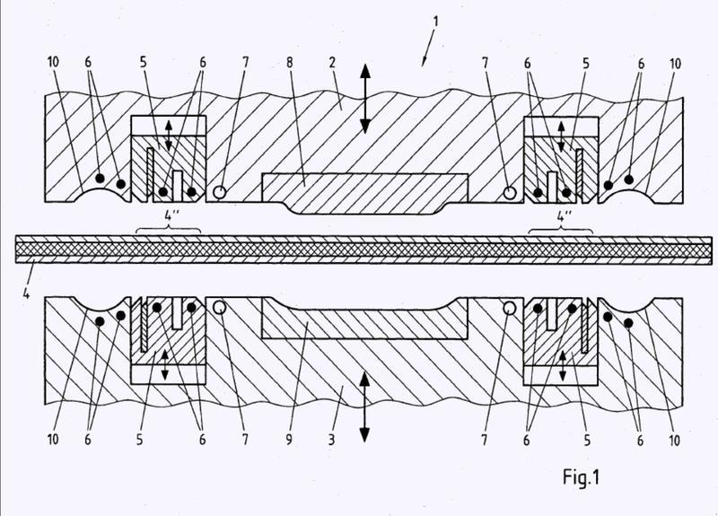 Procedimiento para fabricar una pieza de chapa compuesta con zona metálica; herramienta de conformación correspondiente.