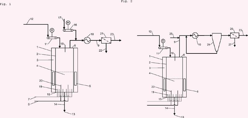 Reactor para la producción de silicio policristalino y procedimiento para la eliminación de un depósito que contiene silicio sobre un componente de tal reactor.