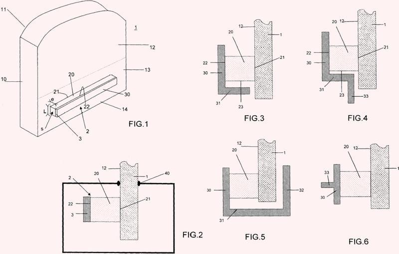 Acristalamiento con propiedad de amortiguación vibro-acústica mejorada, procedimiento de fabricación de tal acristalamiento y procedimiento de protección acústica en un habitáculo de vehículo.