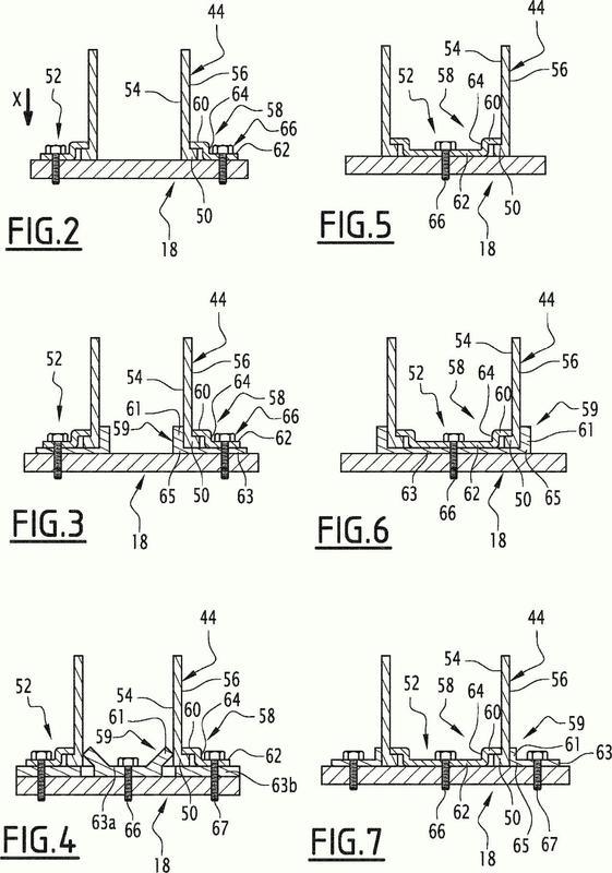 Conjunto de parachoques para vehículo automóvil que comprende un absorbedor de material compuesto.