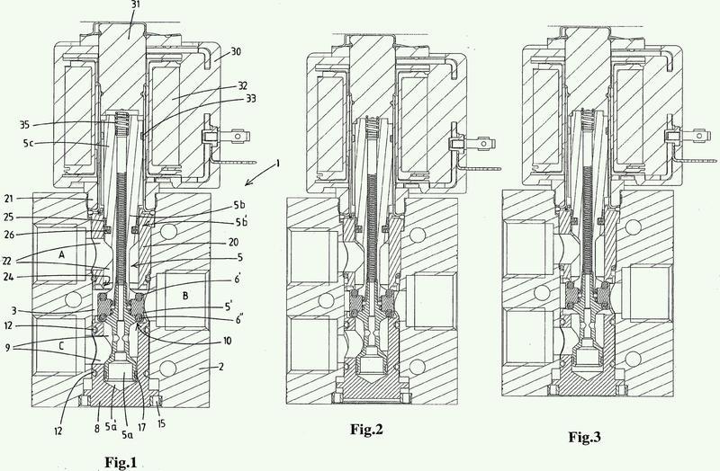 Válvula de múltiples etapas con un asiento amovible axialmente para empujar un elemento de válvula en acople de forma estanca hacia otro asiento.