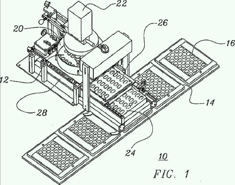 Llenado automatizado de alta velocidad de envases de productos farmacéuticos sólidos mediante un sistema transportador.