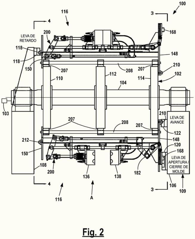Máquina de moldeo por soplado rotativo con conjuntos de abrazadera de molde móviles y método.