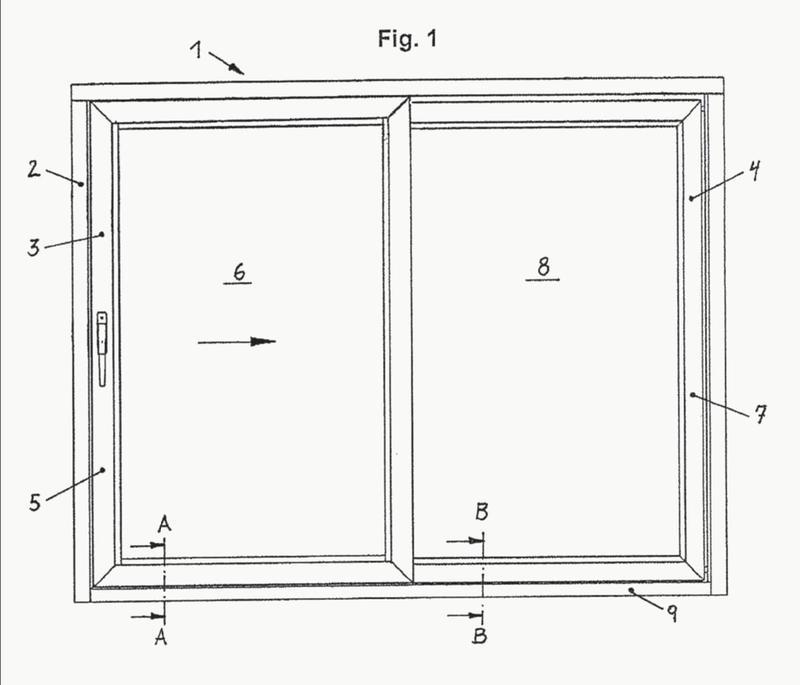 Sistema de traviesa de suelo para una hoja desplazable como hoja corredera o como hoja levadiza y corredera desplazable de una ventana o de una puerta.