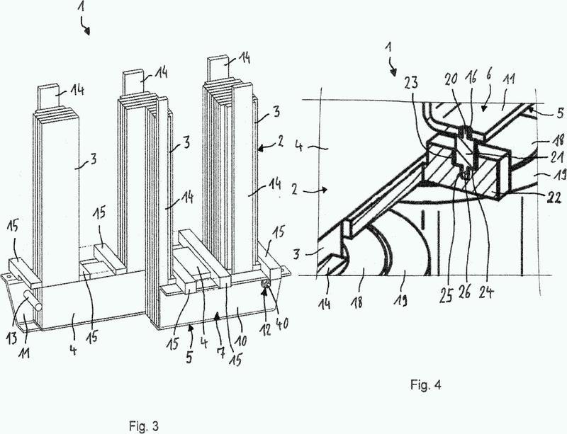 Dispositivo de sujeción para sostener un núcleo de apilamiento magnético blando de un transformador y transformador.