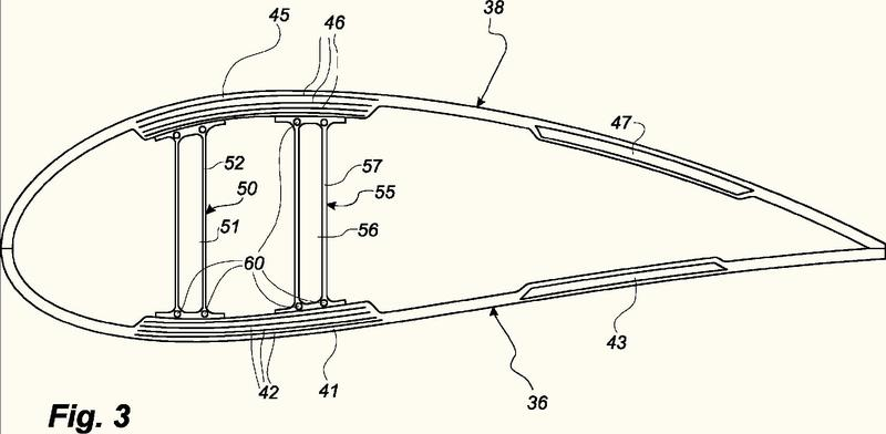 Un método para fabricar una red de cizallamiento utilizando una brida de pie de red preformada.