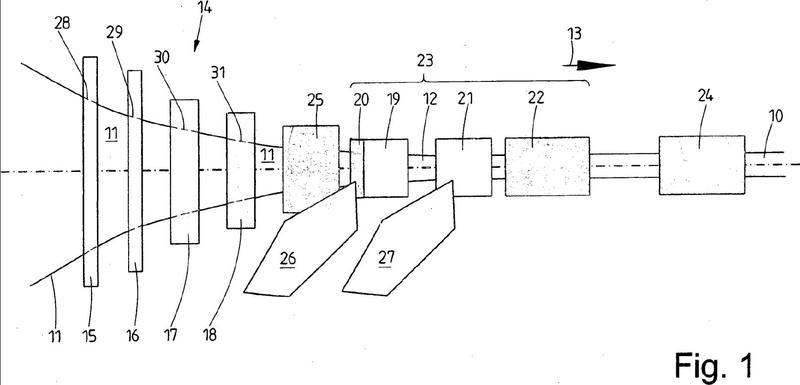 Procedimiento y dispositivo para la fabricación de un perfil de material plástico que presenta un refuerzo.