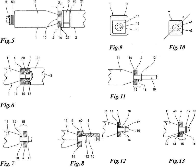 Conducto de varias partes que tiene un elemento aislante para el aislamiento de una región de transición entre conjuntos de conectores.