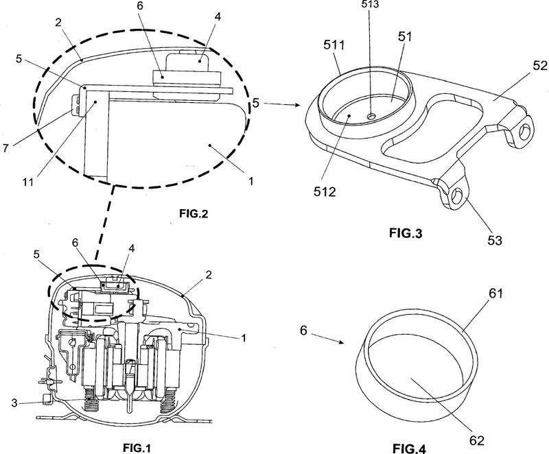 Compresor alternativo hermético para aplicaciones móviles dotado de un conjunto de limitación de movimiento.